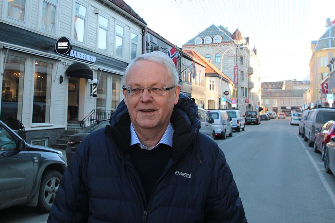 Samme arbeidsplass i 50 år. I bygården til venstre har «Byens maler» Utgaard AS holdt hus siden 1960-tallet. Ole-Martin Utgaard er tredje generasjon, og begynte i læra hos sin far som 17-åring i 1966.
