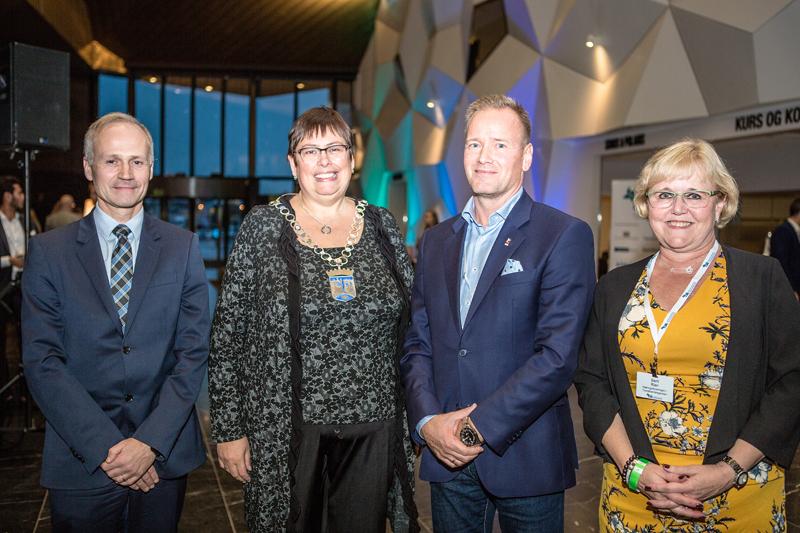 F.v. Bjørn Tilset (Nordea), ordfører Rita Ottervik, Torkild Korsnes (K. Lund) og Berit Rian (NiT). Foto: Wil Lee-Wright.