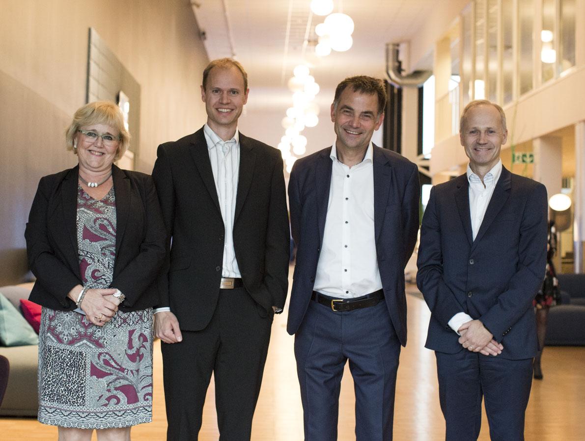F.v.: Adm. direktør Berit Rian i NiT, Lars Jølsum, leder utviklingsteam i Sportradar AS og Pablo Jensen, CTO i Sportradar AG, og områdebanksjef Bjørn Tilset i Nordea.  Foto: Anne-Line Bakken
