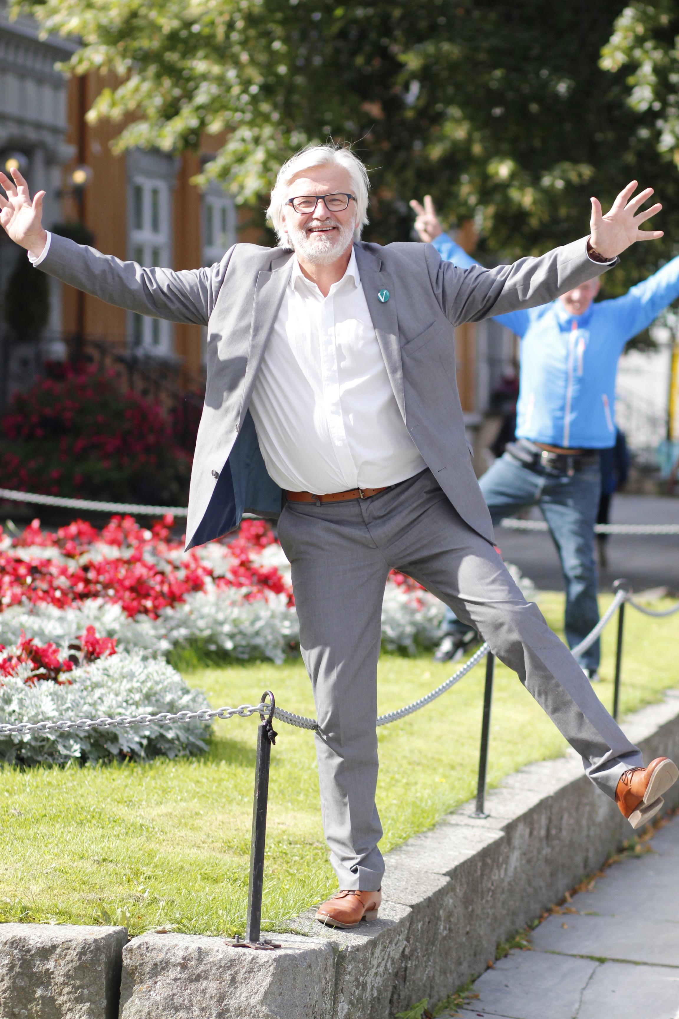 Inne, ute – eller på utjevningsmandat? Meningsmålingene for Venstres Jon Gunnes spriker i alle retninger få dager før valget.