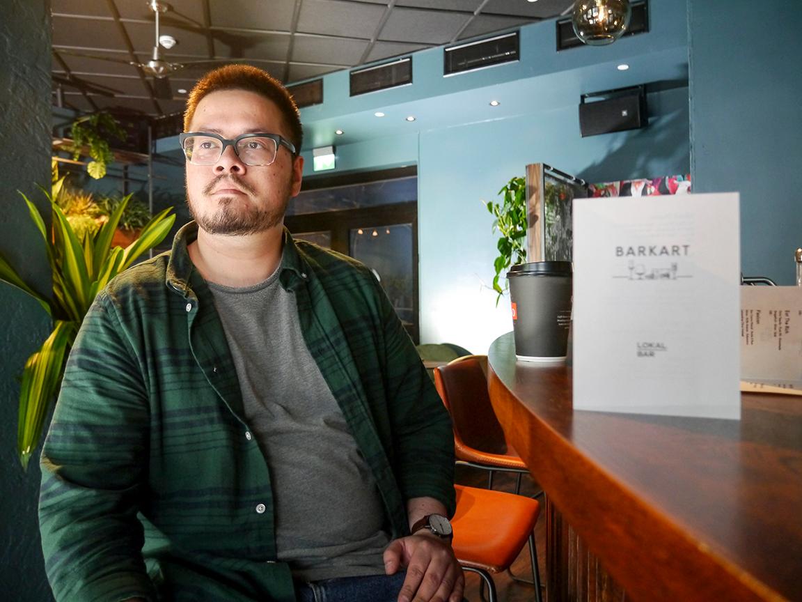 Satser friskt. - Du kan gjerne kalle det et lite kulturhus fordelt på en cocktailbar, en scene og en nattklubb, sier Andrew Anfinnsen, en av de fire utelivsgründerne som står bak nye Lokal Bar i Dronningens gate 12.