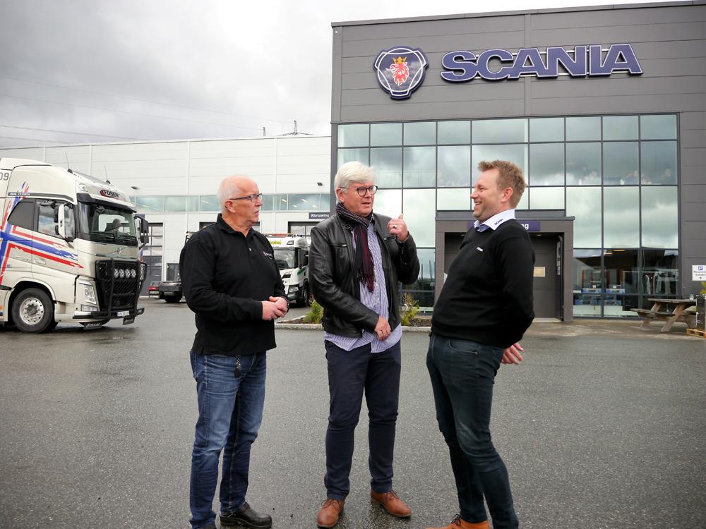 Samarbeider godt: F.v.: busskonsulent Ingvar Pedersen, drift og markedssjef Trond Thorsø Skullerud i Unibuss Ekspress AS og Tommy Gumdal, distriktssjef i Norsk Scania AS, avdeling Trondheim.