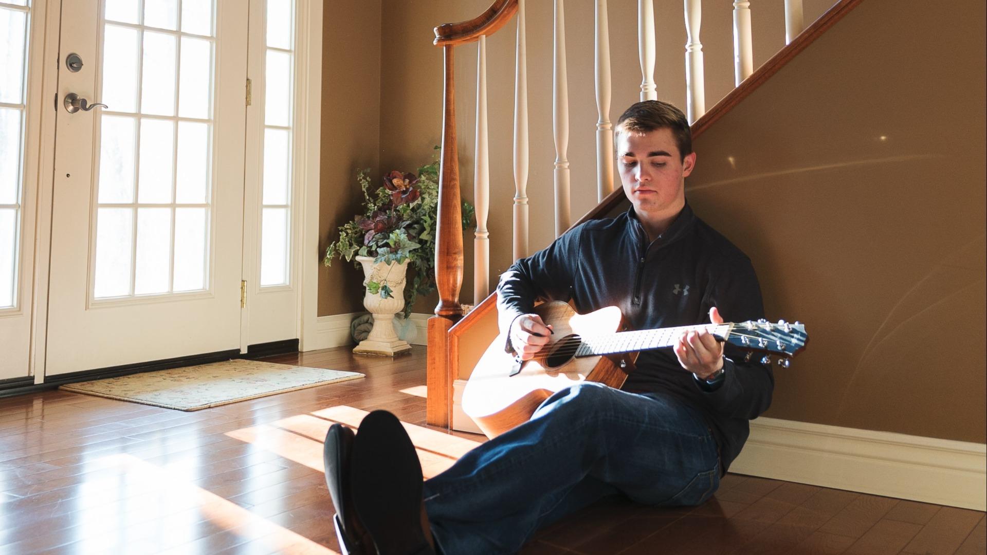Gutt+med+gitar.jpg