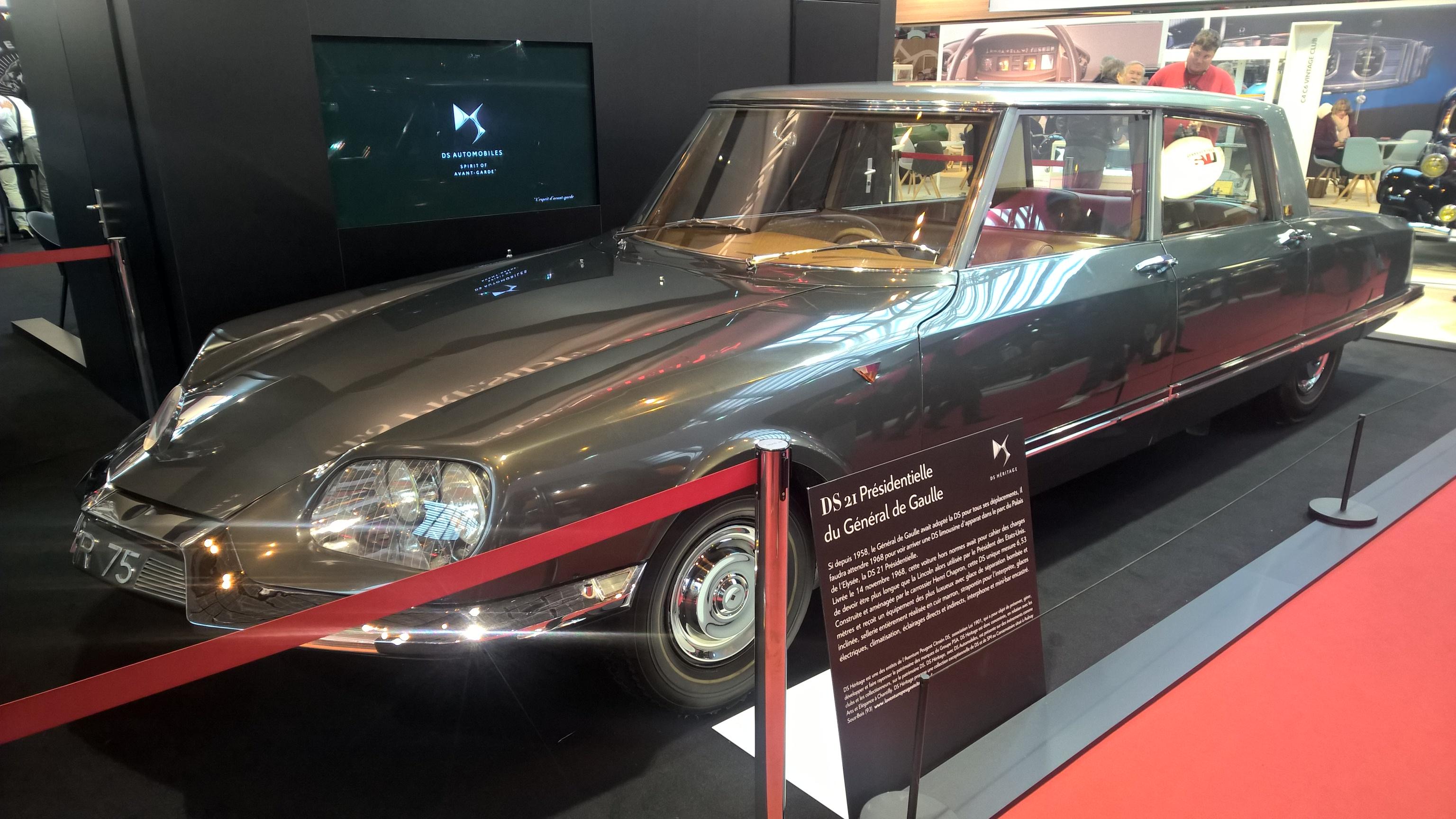 Episk og majestetisk Citroën DS21 Presidentielle. Bygget i 1968 til president Charles de Gaulle, med en totallengde på 6,53 meter, og utrustet med alt det utstyr man kunne få den gang, inkludert intern-telefon og mini-bar.