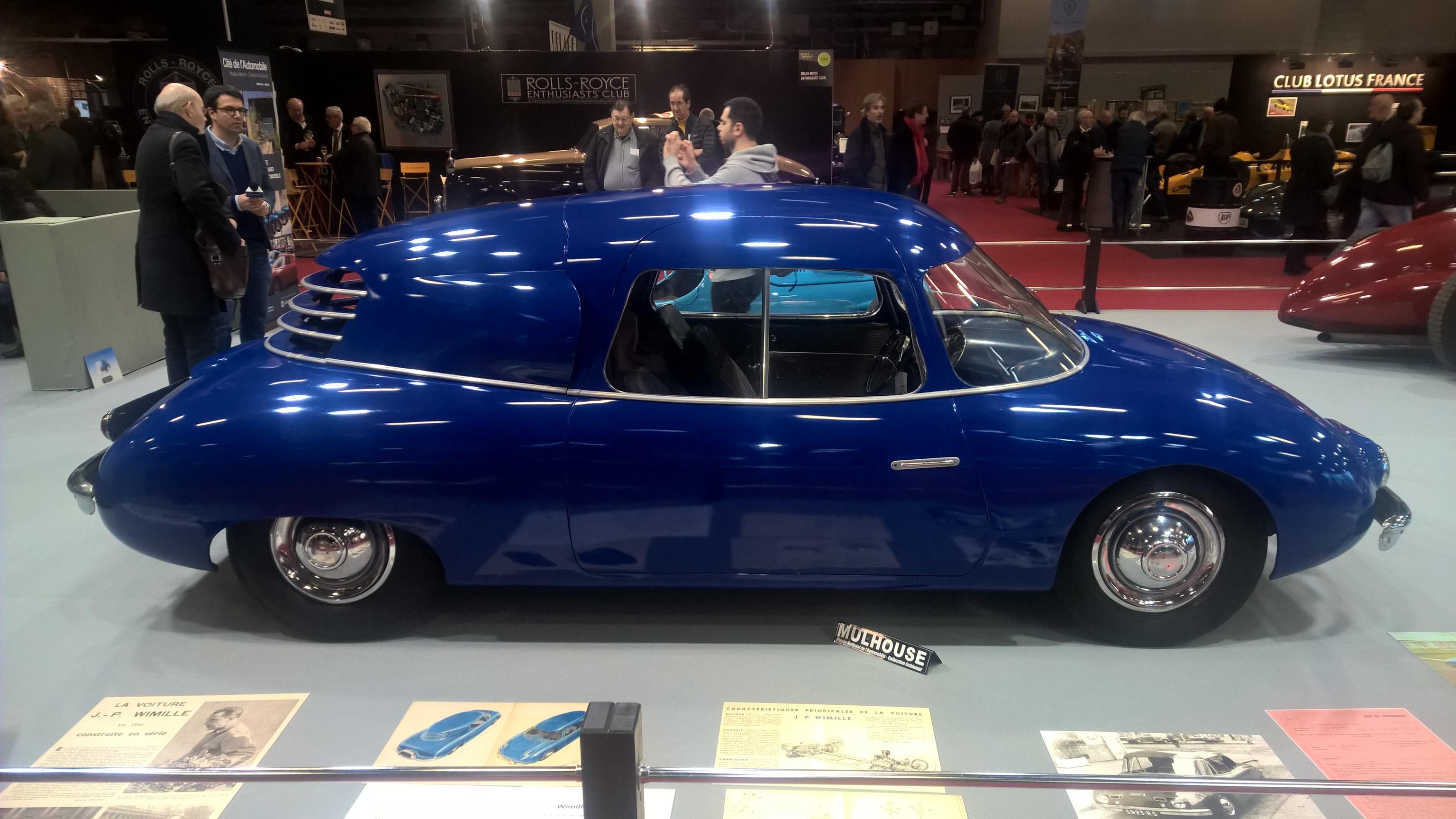 Fantastisk Wimille 04 prototype fra 1950. Bak prosjektet stod racerfører Jean Pierre Wimille, og bak de herlige linjene finner vi en fransk Ford V8 på 60 hk. Bilen ble vist på Paris-utstillingen i 1950, og man håpet å produsere 500 eksemplarer. Det ble dessverre med drømmen.