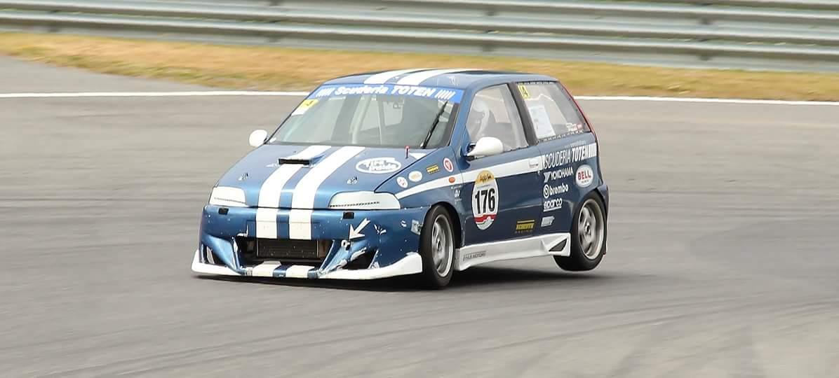 Arve Vassbotn i fint driv med sin Corsa Italianabil!