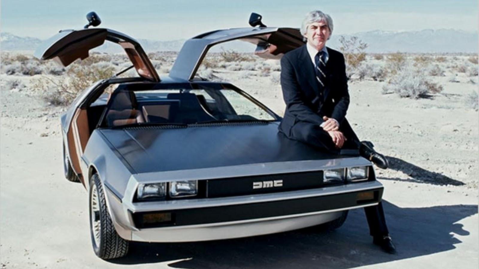 På slutten av syttitallet poserte ofte DeLorean sammen med bilen sin. Måkevingedørene var som oftest oppe.