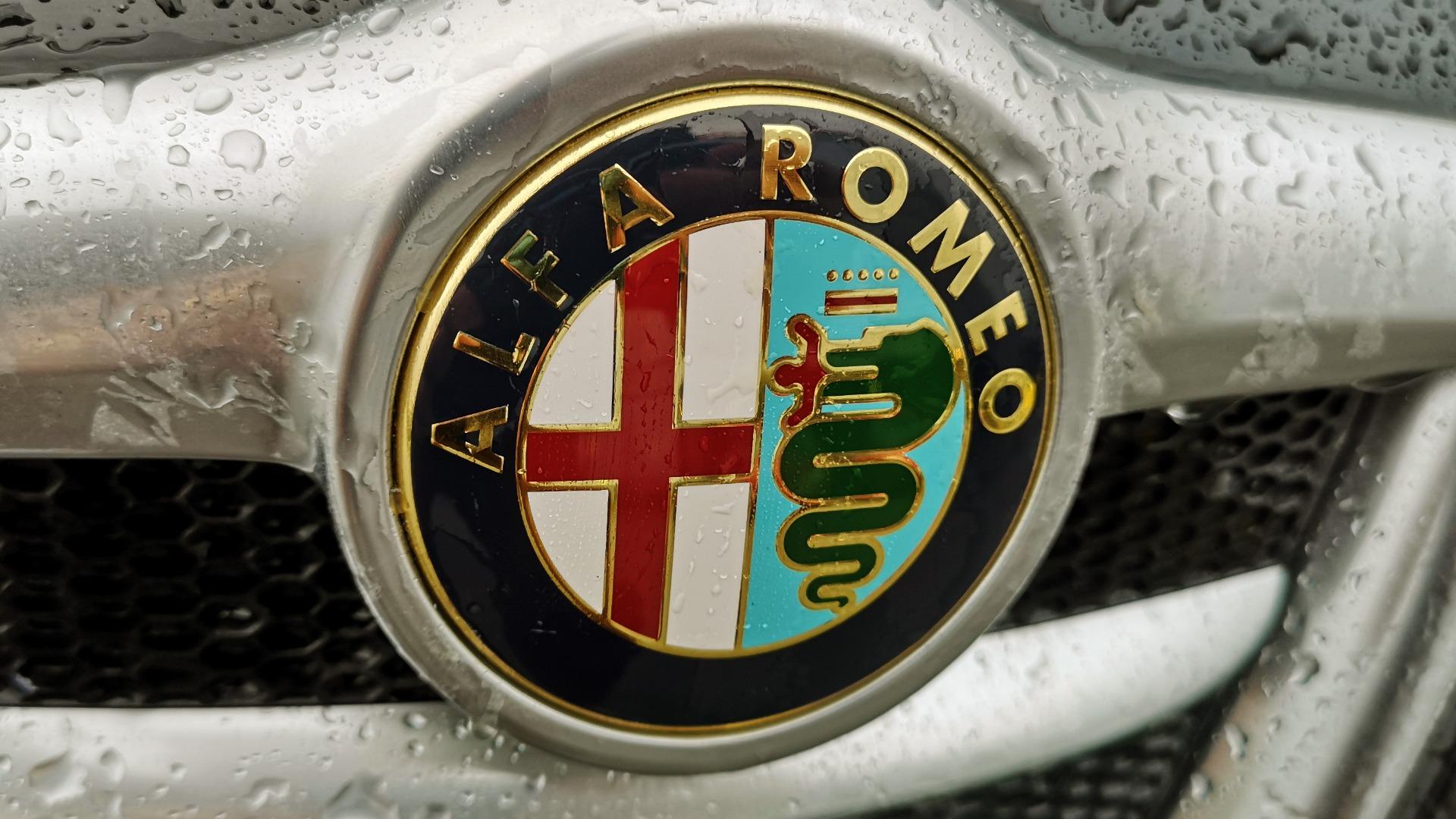 Sannheten bak Alfa Romeos logo