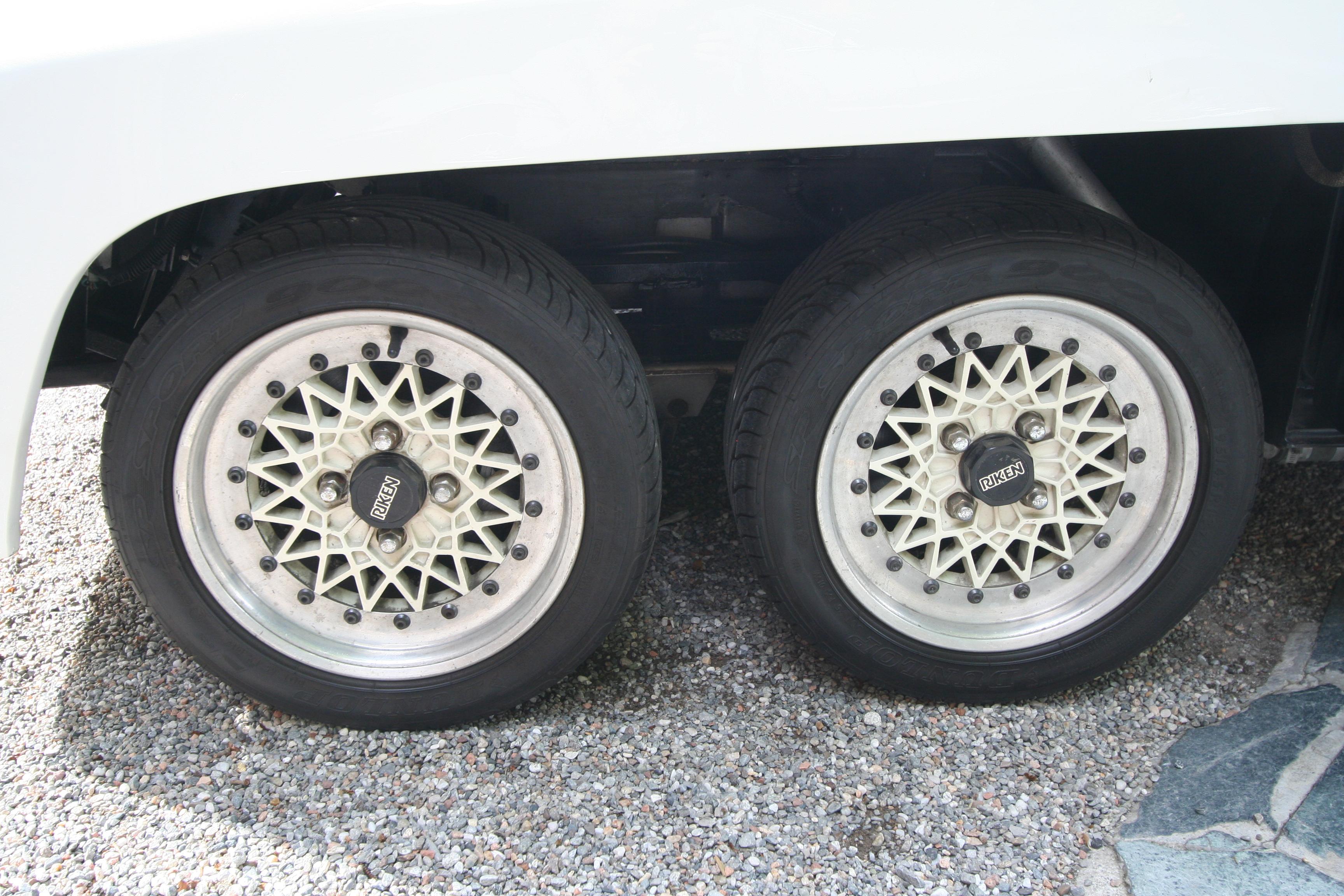 De to små framhjulene i 13-tommers størrelse var en utfordring å få til, men Pirelli kunne levere.