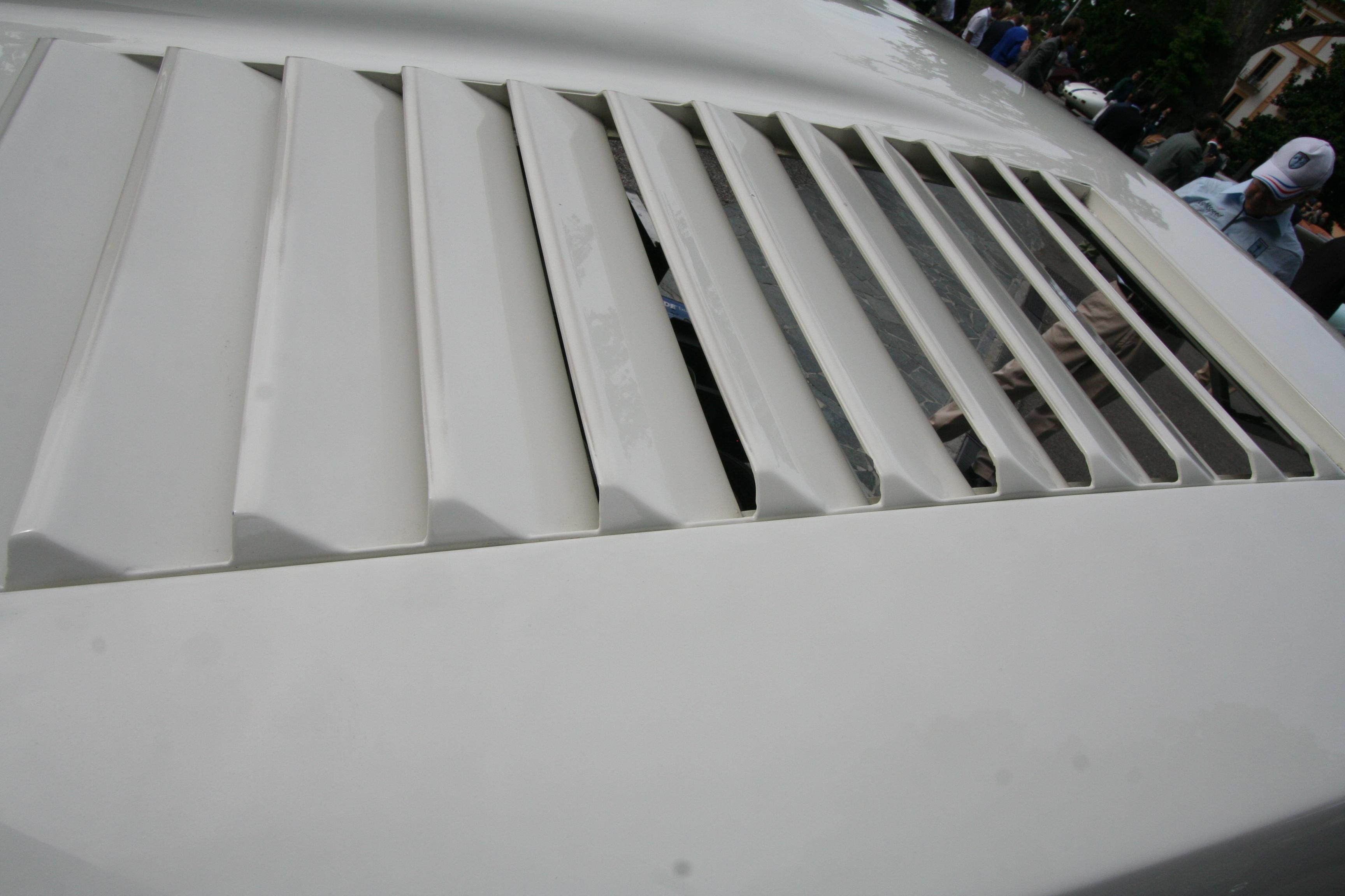 En Big Block avgir mye varme, og en turbodrevet Big Block avgir ikke mindre varme. Så karosseriet trenger sine utskjæringer.