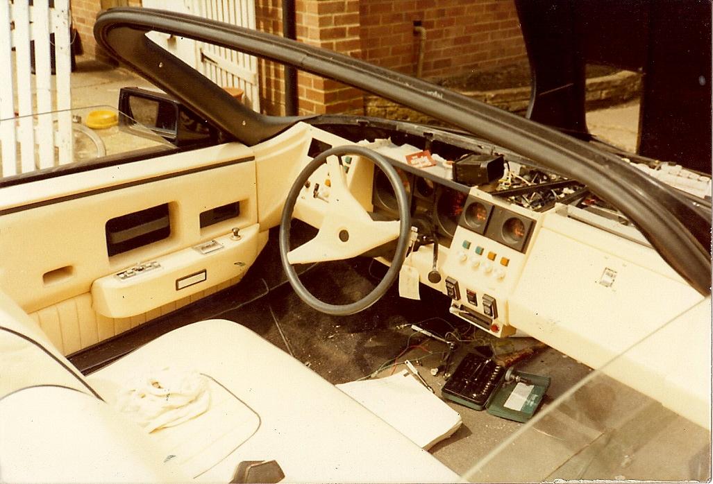 Det opprinnelige interiøret til bil #2. Interiøret ble aldri ferdigstilt av fabrikken, så den første eieren lagde det selv. Foto: Terry Borton