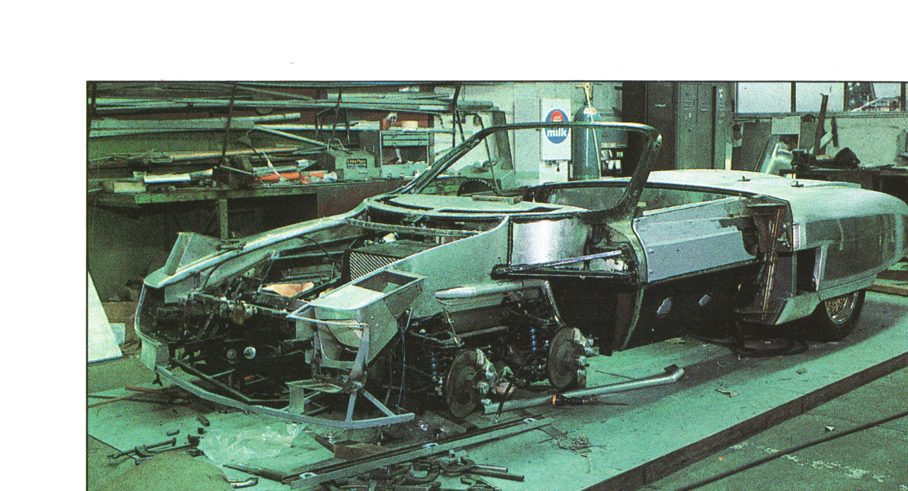 Den aller første Panther Six under bygging i 1977. Håndbanket i aluminium, og alt gjort i all hemmelighet. Foto: Terry Borton