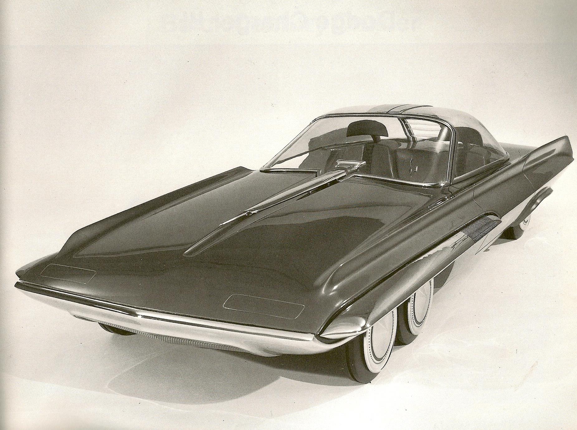 Som alle biljournalister vet: Det er alltids noen andre som har vært først. Her er konseptbilen Ford Seattle-ite XXI fra1962 med fire framhjul og to bakhjul.