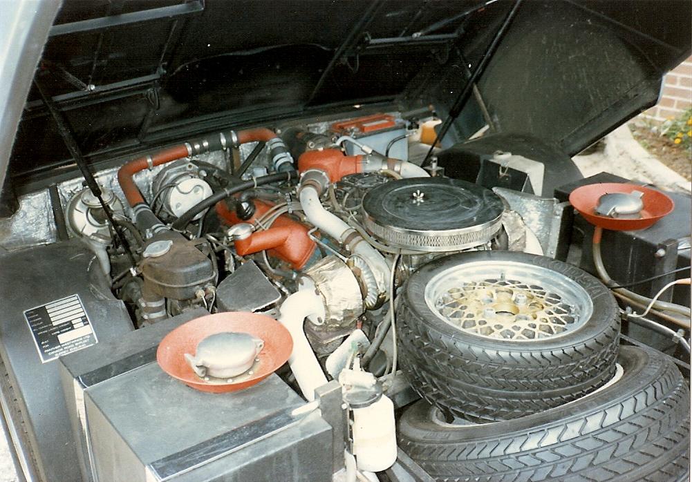 Motorrommet på den første Panther Six. Det var rimelig tettpakket. Foto: Terry Borton
