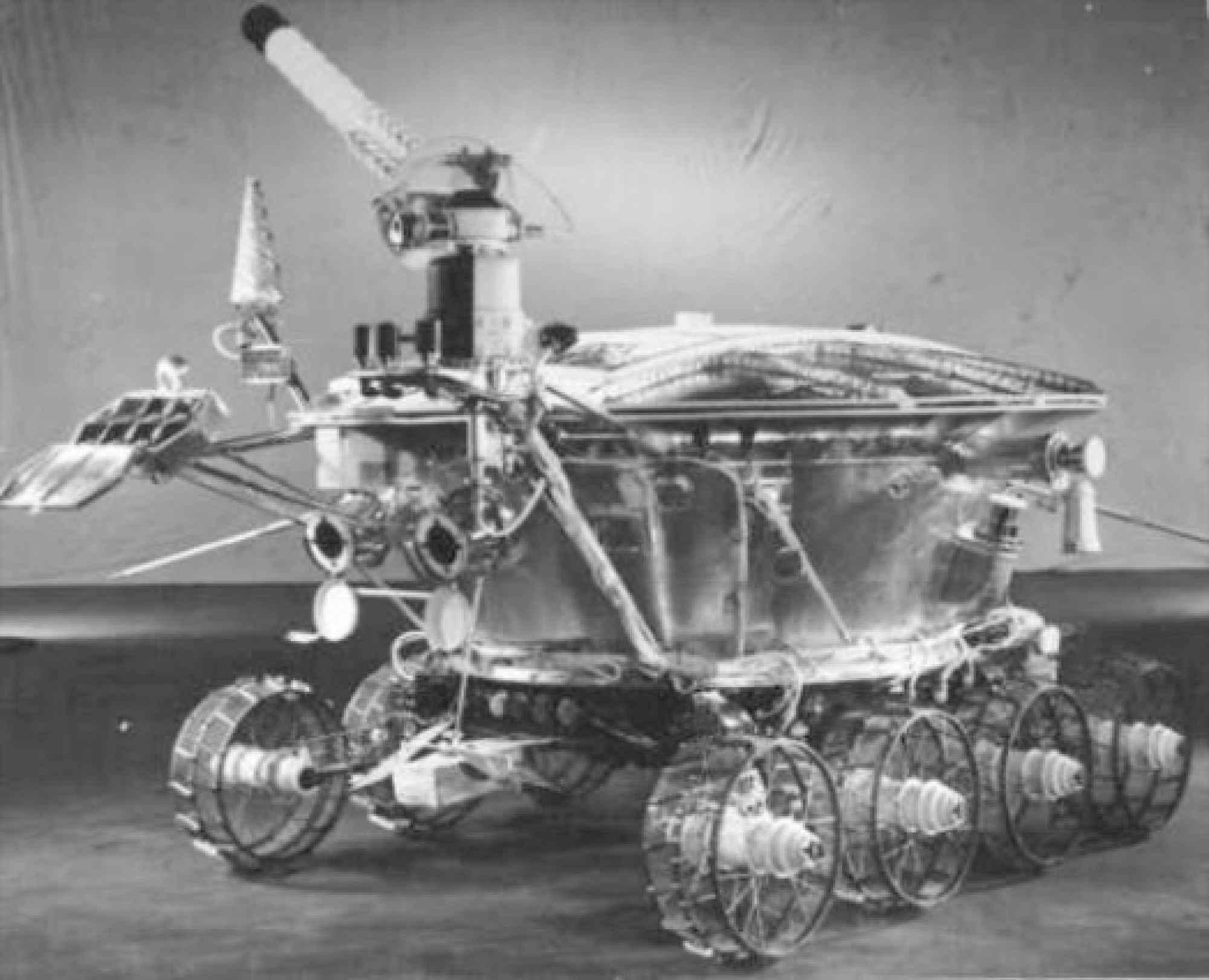 Lunokhod 1 ble den første bilen som kjørte rundt på månens overflate den 17.november 1971. Selv om den var fjernstyrt, skal ingen ta fra russerne den prestasjonen