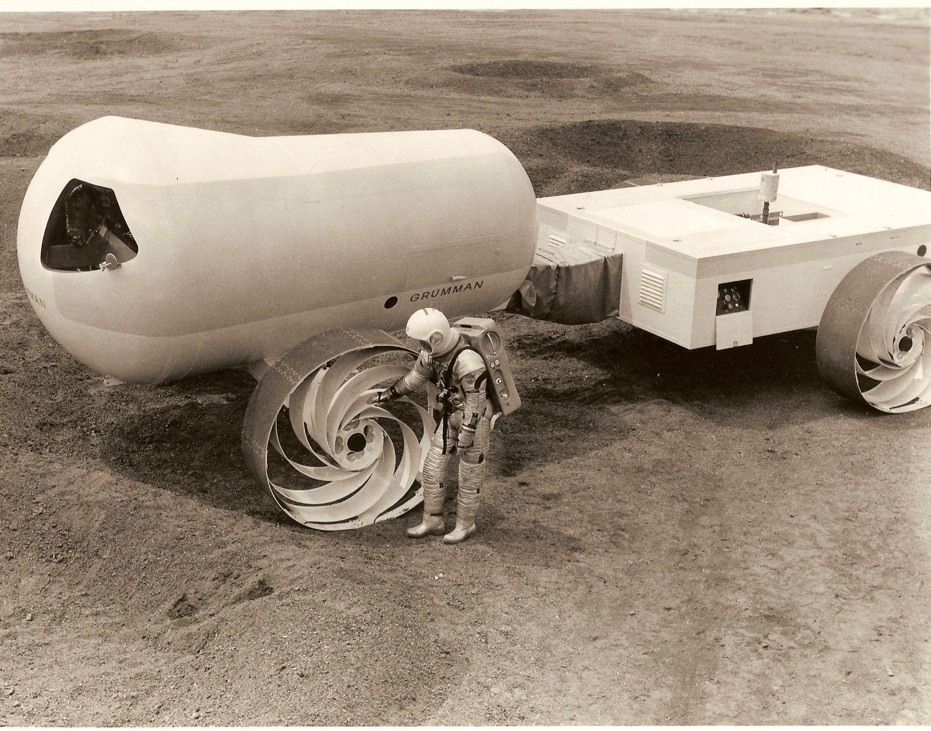 Forsvarsgiganten Grumman var sterkt involvert i månelandingen, da de var hovedleverandøren til selve landingsmodulene. Her er ett av deres Molab-konsepter for en månebil.