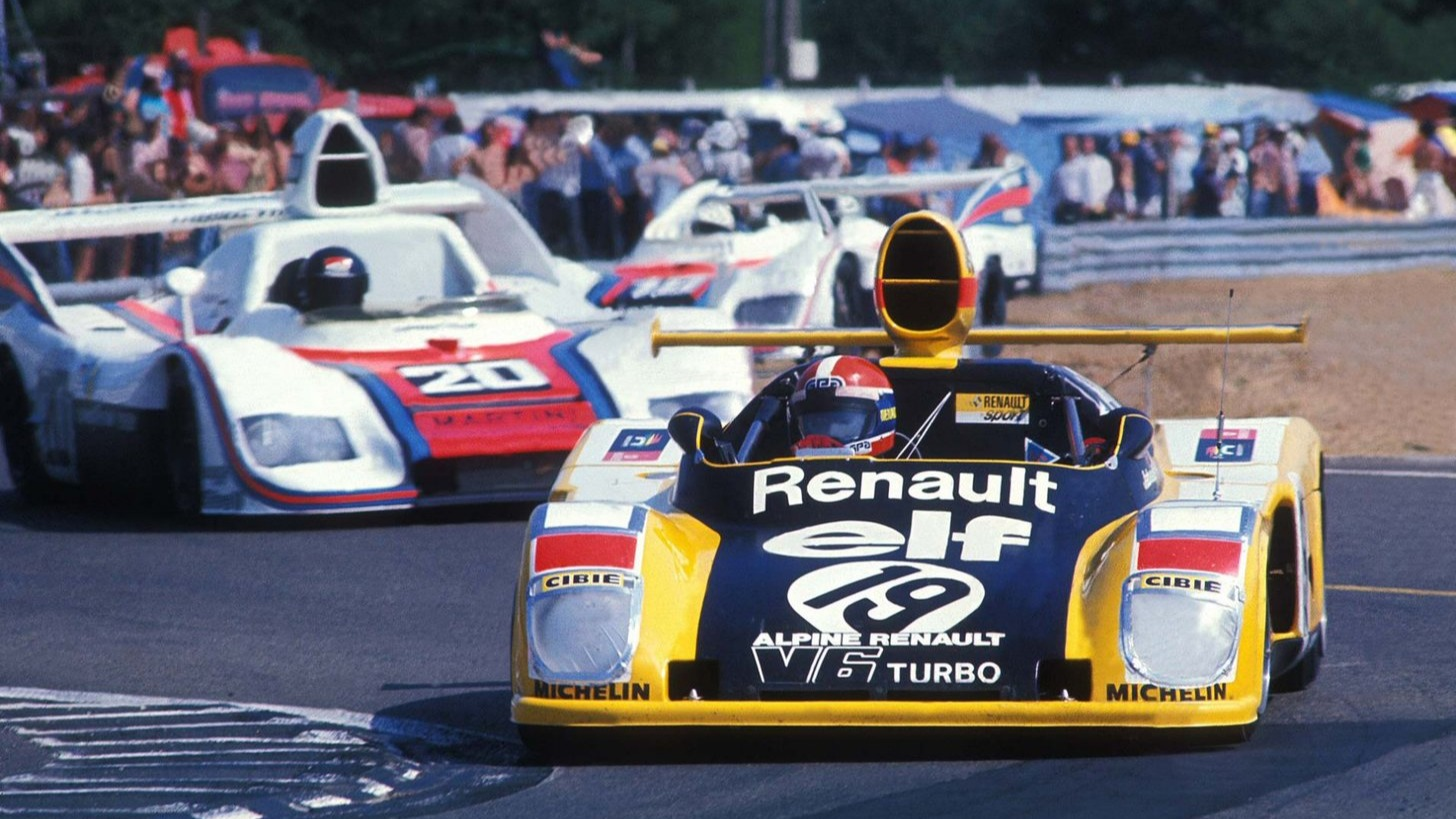 Jean-Pierre Jabouille under Le Mans i 1976. Legg merke til at det her står Alpine-Renault i fronten på bilen, i stedet for Renault-Alpine.