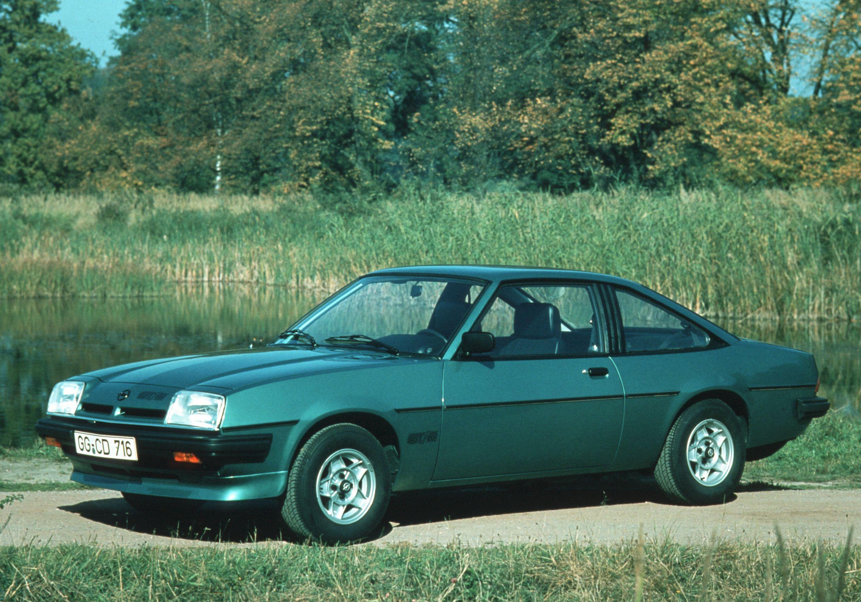 1982 markerte året hvor Manta B gikk bort i fra kromdetaljer, og erstattet det med plastikk, for eksempel som på fangeren i front.
