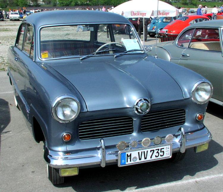 Slik så Ford Taunus 12M og 15m ut fra lansering i 1952, med den klassiske halvgloben i grillen.