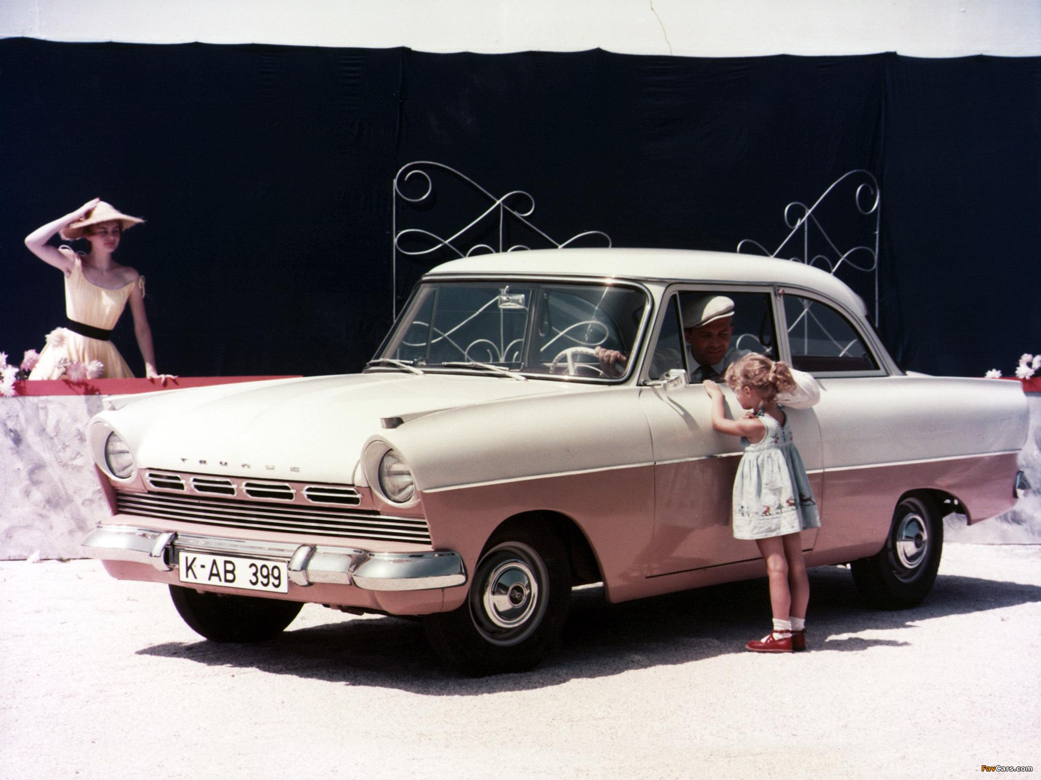 Den litt større 17M kom på markedet i 1957, og så slik ut frem til 1960.