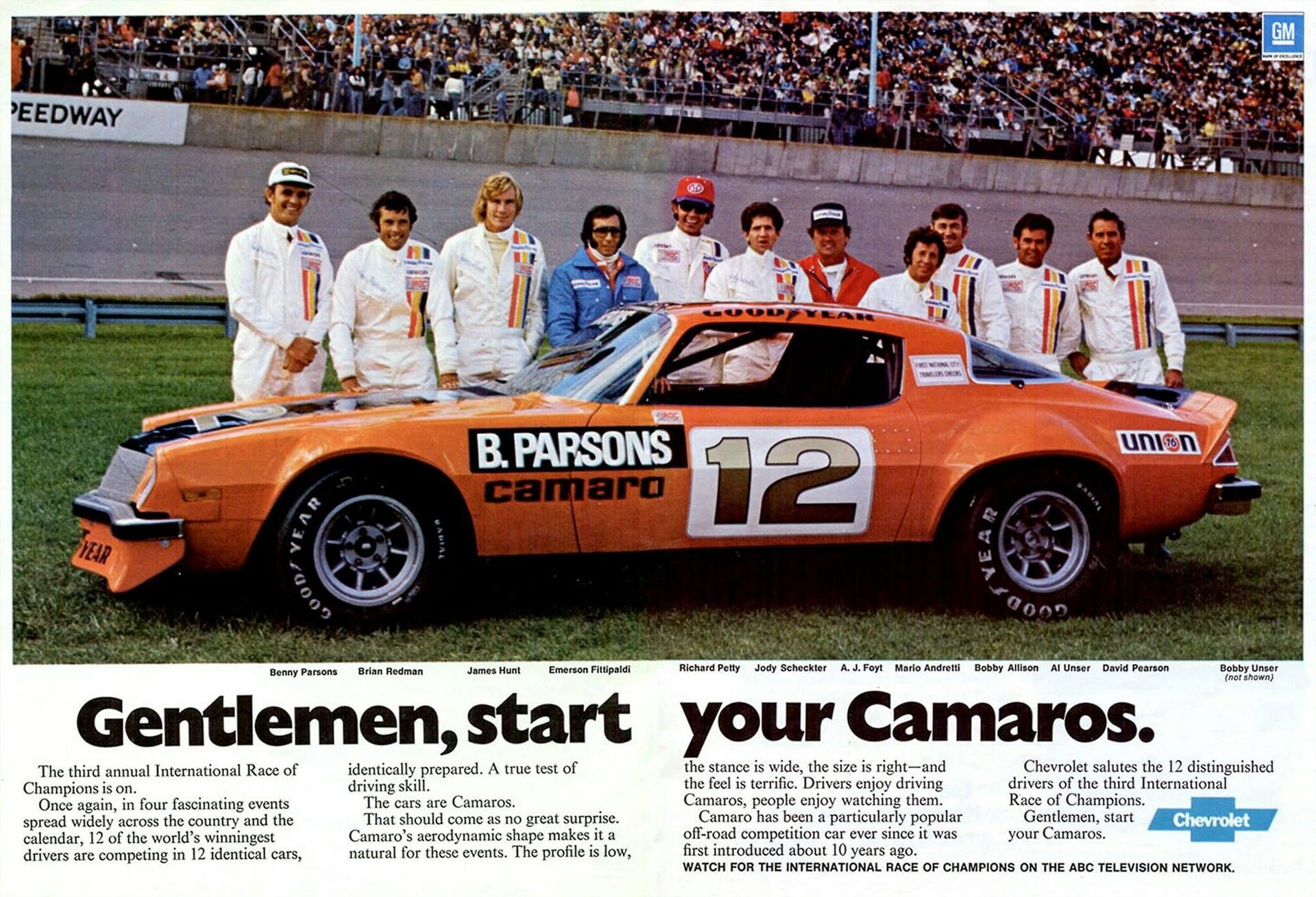 Her ser vi de 12 førerne (minus Bobby Unser) som kjempet mot hverandre i identiske Camaroer i IROC-serien i 1976. Blant toppførere som Emerson Fittipaldi, Richard Petty, Jody Scheckter, Al Unser, James Hunt, David Pearson og Mario Andretti, så ble A.J. Foyt stående igjen som mester. Foto: Goodyear