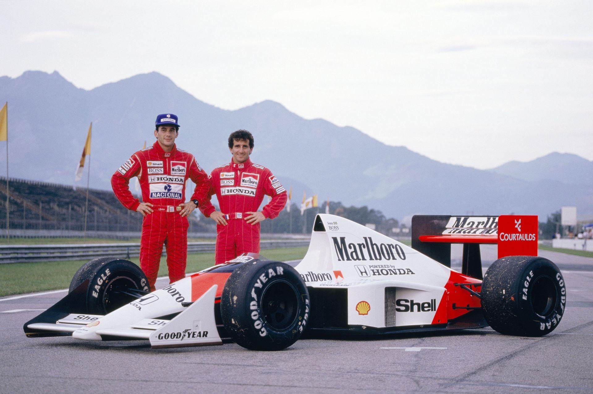 Det sterkeste førerteamet i historien: Ayrton Senna og Alain Prost. Professoren smiler her, men selv ikke han klarte å håndtere Sennas voldsomme tempo, da de kjørte sammen for McLaren i 1988/89. Foto: McLaren