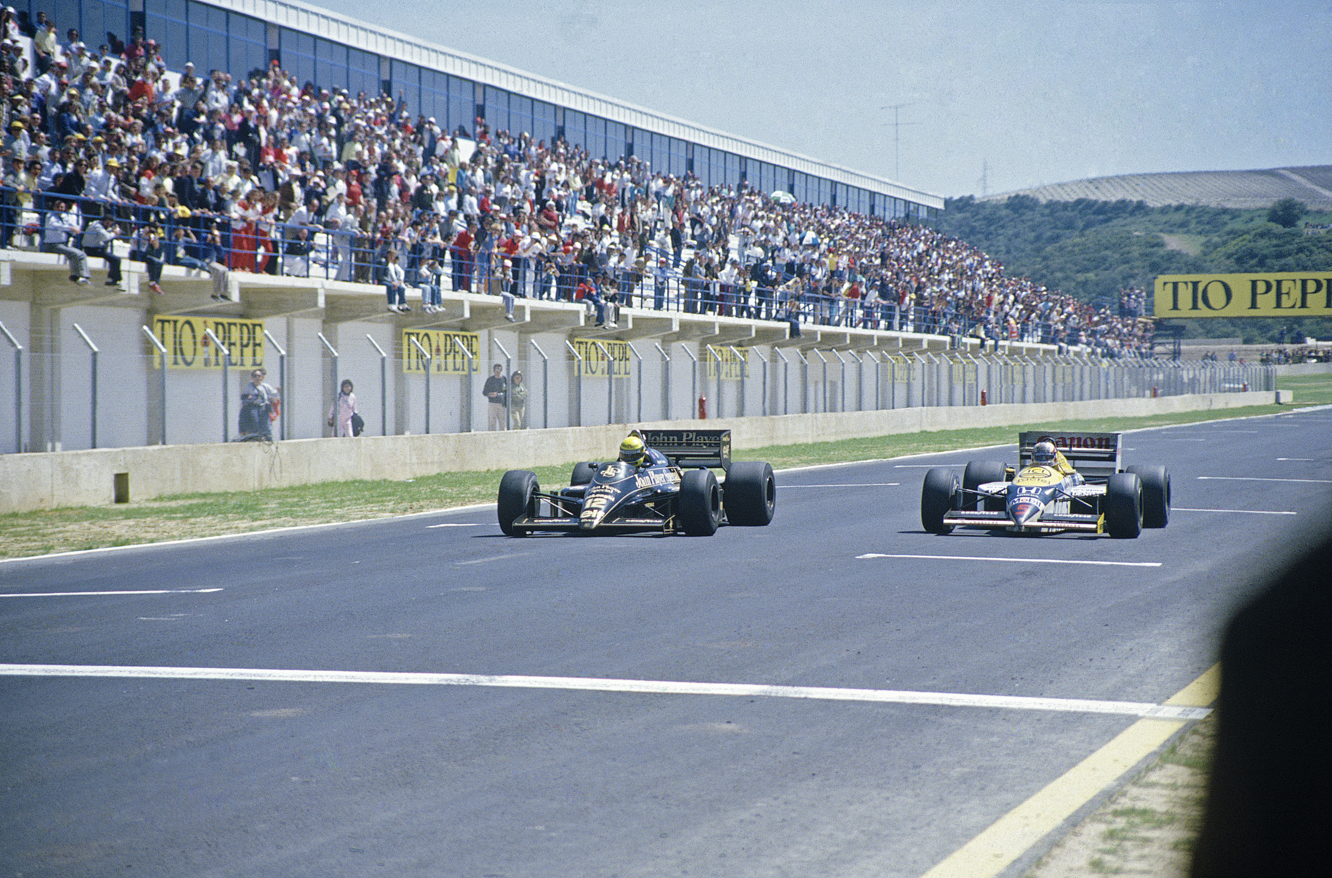 Senna i Lotus slår Mansell i Williams med 0,014 sekunder på Jerez i 1986. En av de mest utrolige innspurter i Formel 1 sin historie. Foto: Williams