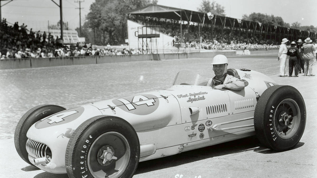 Bill klar for å ta fatt på utfordringene rundt Indy 500 i 1954, i sin «Fuel injection special» Foto: Indianapolis Motor Speedway