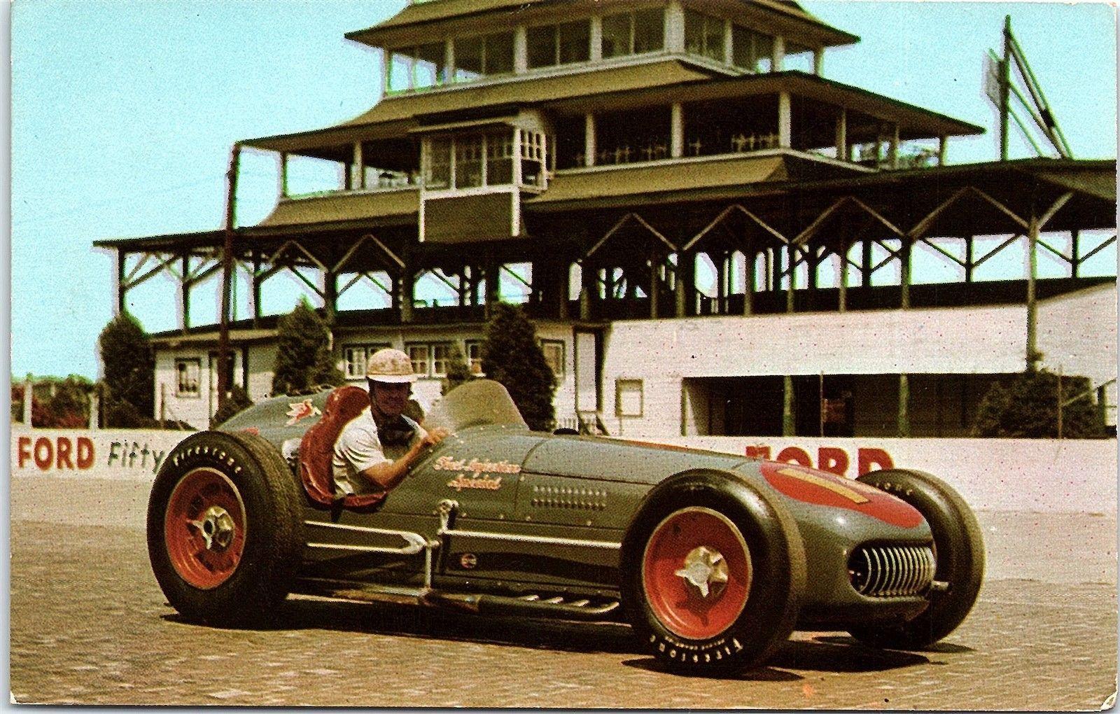 "Bill Vukovich i sin kjære «Fuel Injection Special"", som han knuste alle med. Foto: Indianapolis Motor Speedway."