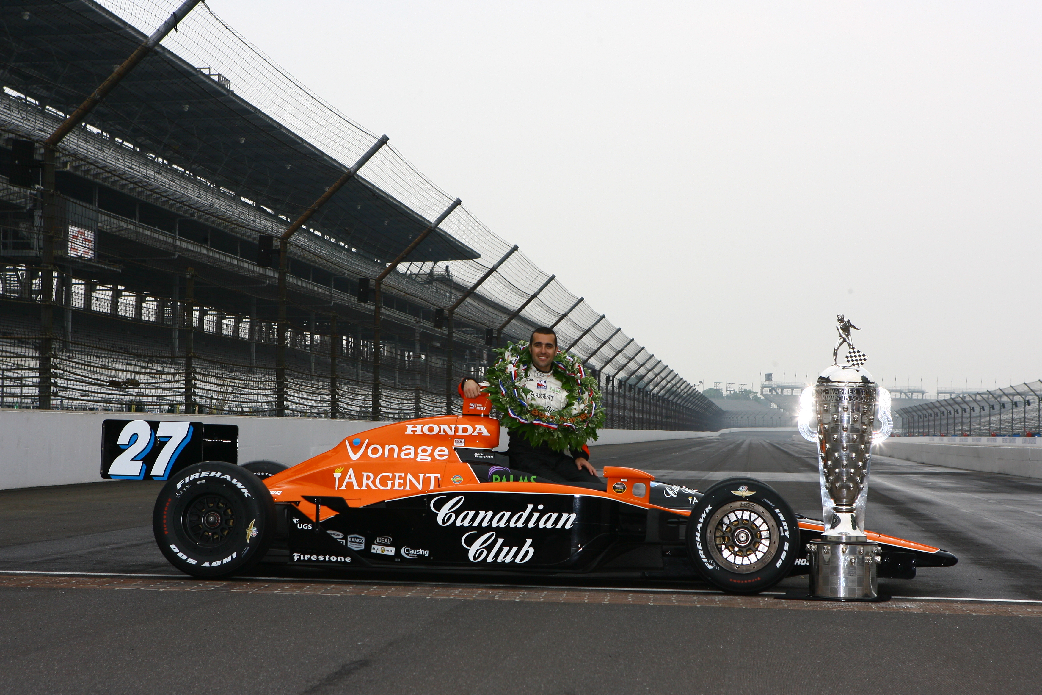 Dario Franchitti som seierherre i Indy 500 i 2007. Foto: Indianapolis Motor Speedway