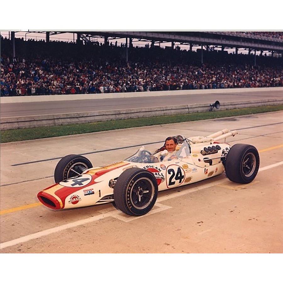 Hill vant Indy 500 på første forsøk i 1966, selv om Jim Clarks team ikke var enige om resultatet.