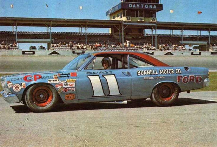 Tenk deg at en Indycarmester drar til Nascar-sirkuset og vinner Daytona 500. Det gjorde Mario Andretti i 1967. Foto: Ford.