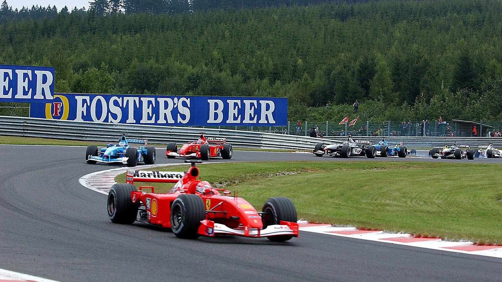 Michael Schumacher dominerte totalt på tidlig 2000-tall. Her kjører han inn til seier i Belgia GP 2001, en av ni seire det året.