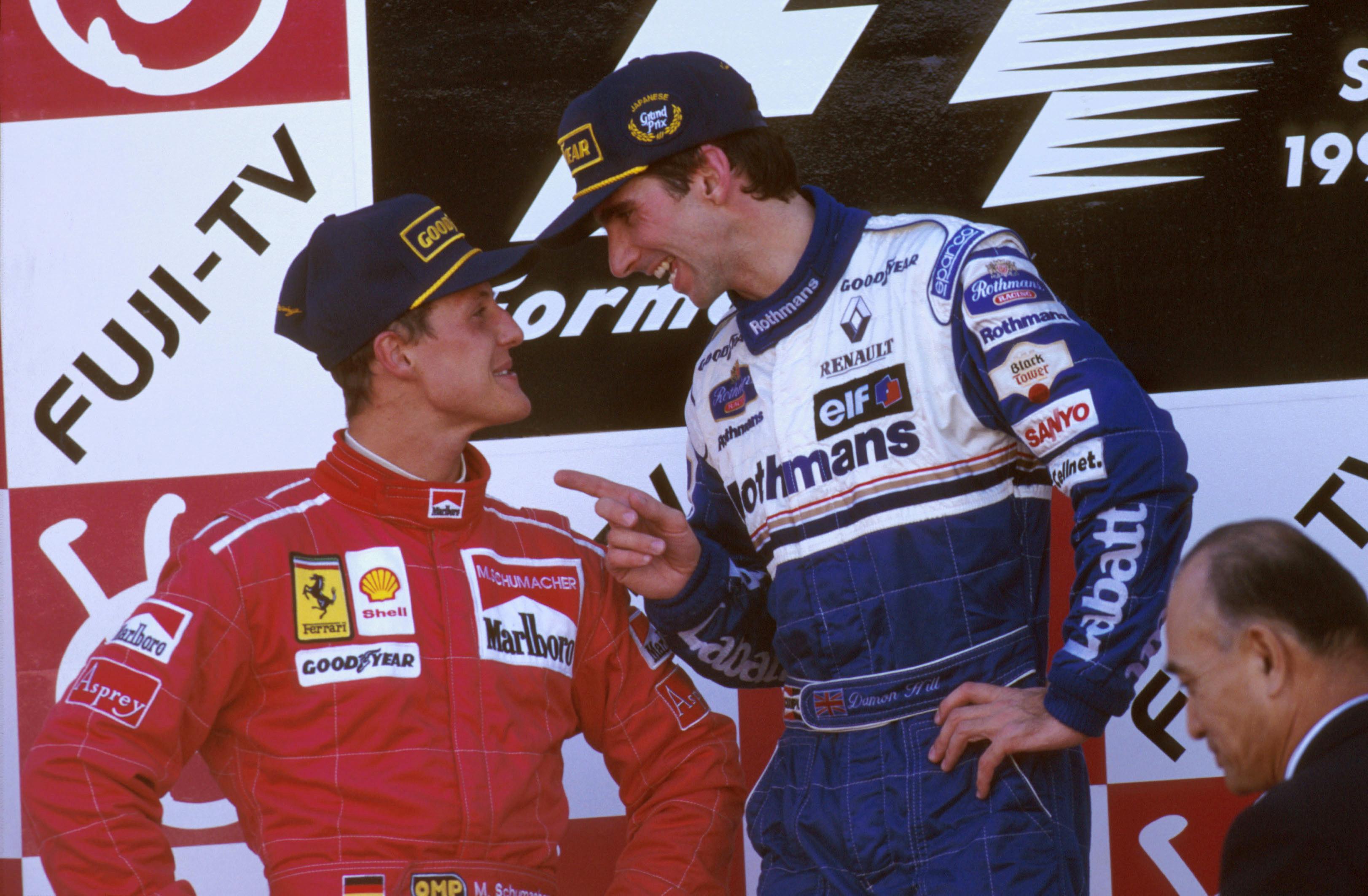 I 1996 kjempet Schumacher mot Damon Hill i Williams om tittelen. Her mottar tyskeren gode råd fra Hill etter Japan GP. Foto: Williams