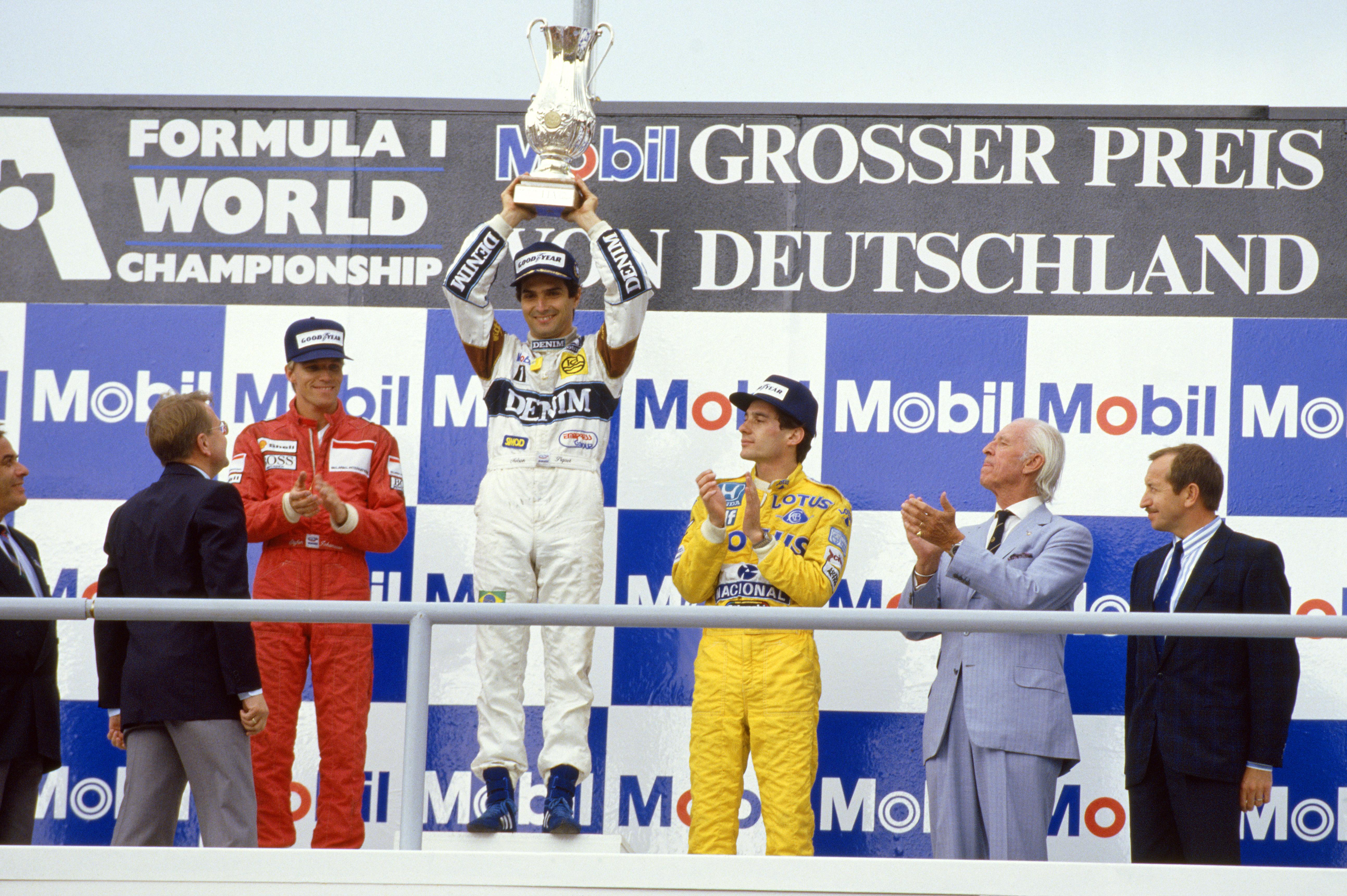 Nelson feirer seieren i Tyskland GP 1987, foran Stefan Johansson i Ferrari og Ayrton Senna i Lotus. Foto: Williams