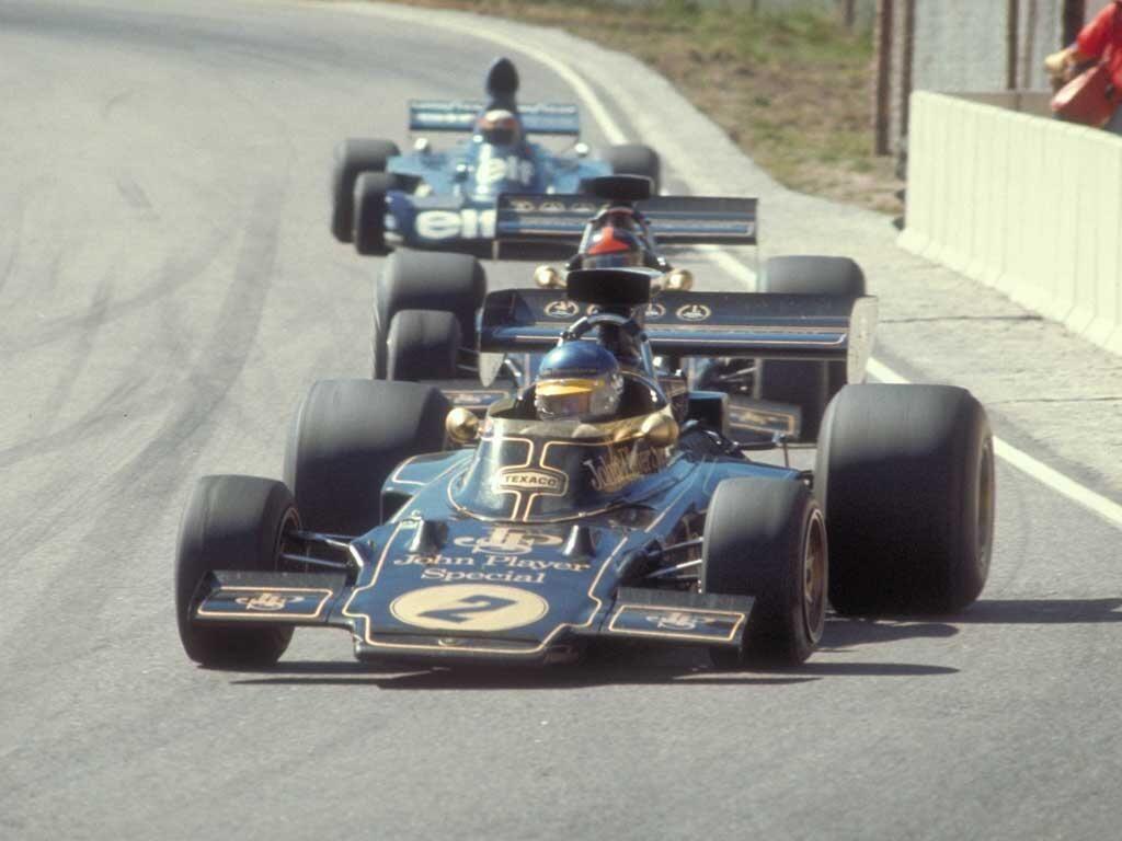 De tre gigantene i 1973-sesongen: Ronnie Peterson i Lotus i tet, foran lagkamerat Emerson Fittipaldi og Jackie Stewart i Tyrrell.