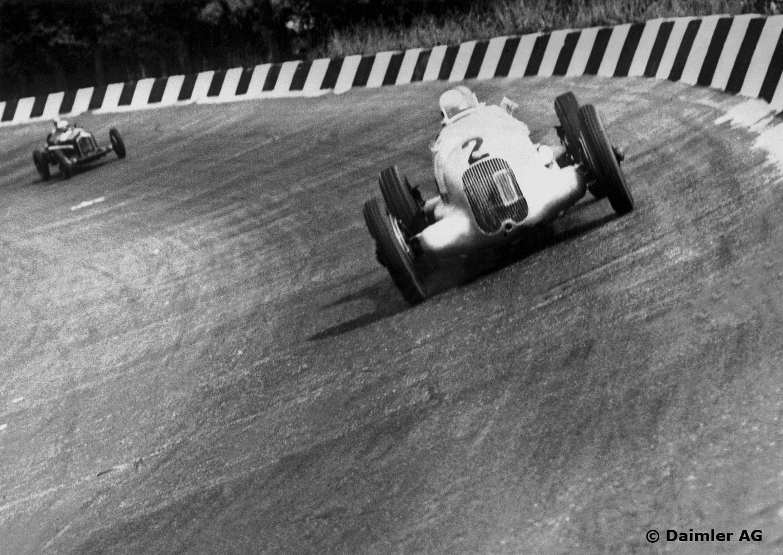 Rudolf på vei mot seier på Monza i 1934. Foto: Daimler AG