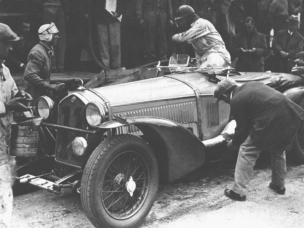 Ingen forventet at Nuvolari som alltid gikk inn for det Markku Alen senere døpte «Maximum Attack», kunne vinne et langdistanseløp som Le Mans, men han gjorde nettopp det i 1933 sammen med Raymond Sommer. Sistnevnte går her ut av bilen for å bytte plass med Nuvolari som står klar.