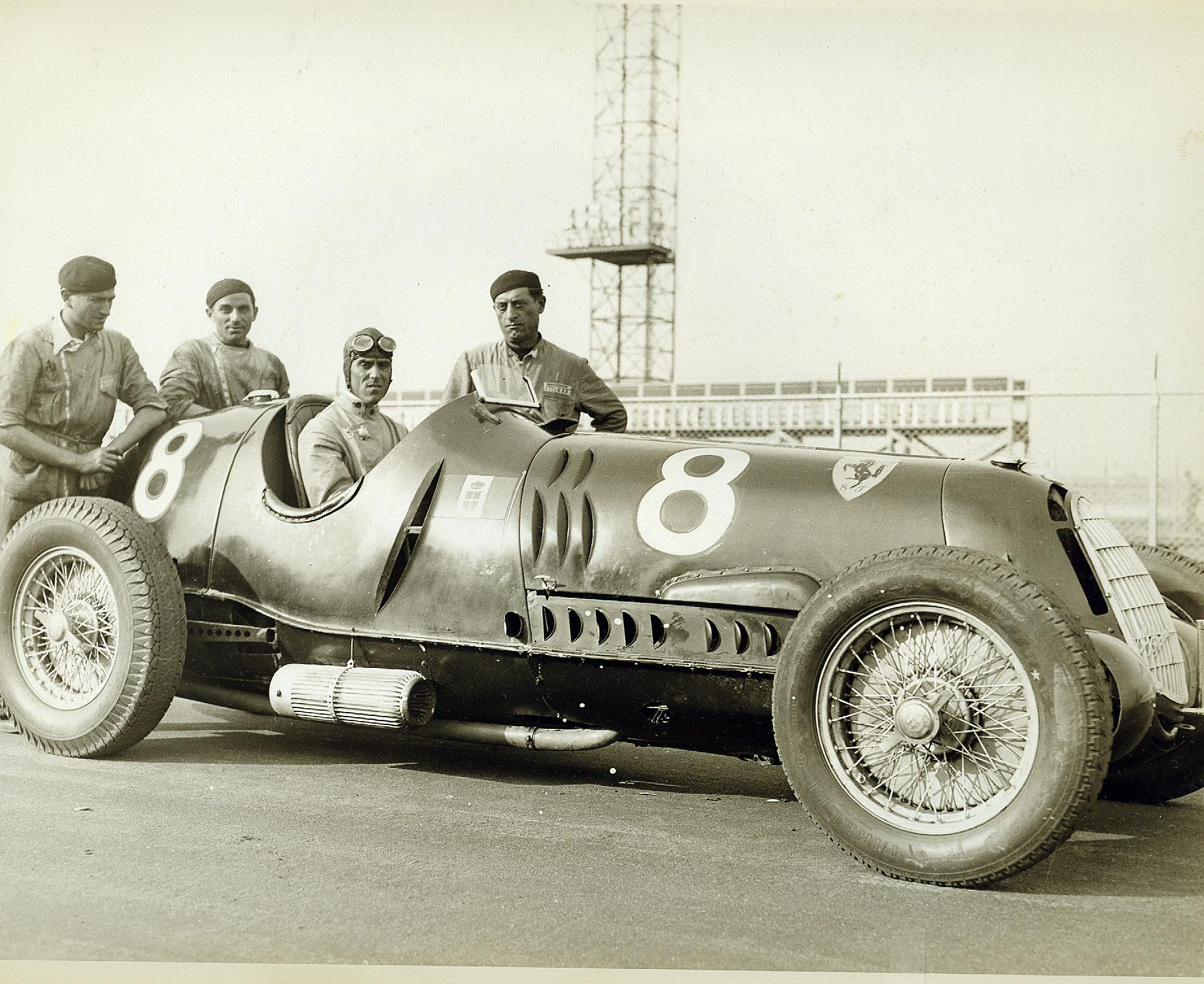 Nuvolari ga amerikanerne en kjøreleksjon av de sjeldne, da han knuste resten av feltet i Vanderbilt Cup i 1936 på Roosevelt Raceway i sin Scuderia Ferrari Alfa Romeo 12C-36.