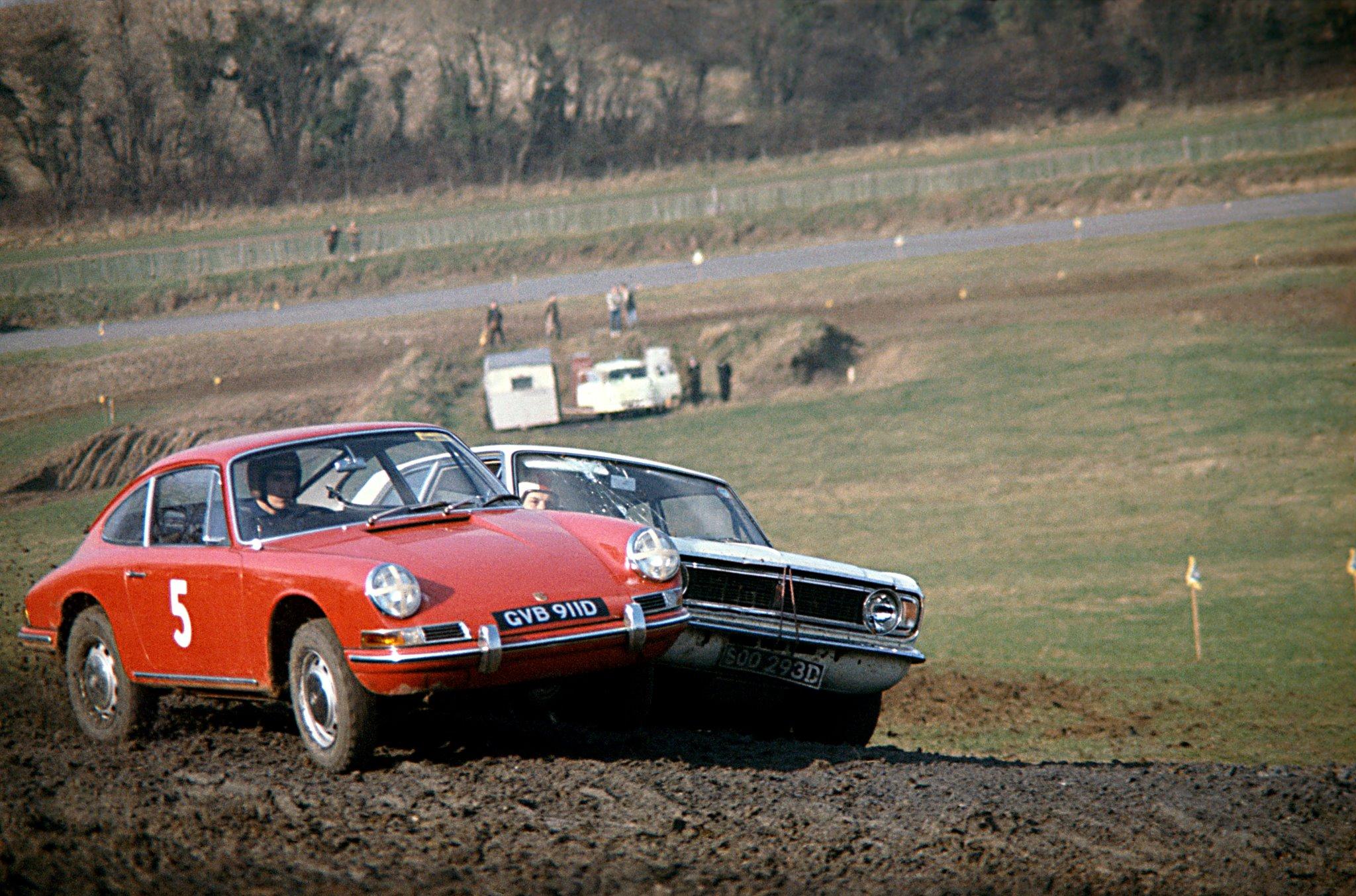 Elford bak rattet på en Porsche 911 på vei til seier i tidenes første rallycross-løp på Lydden Hill i 1967. Foto: Porsche