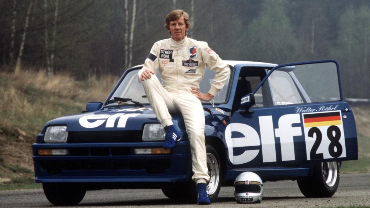 Walter Röhrl med en steintøff Renault 5 Turbo, som han kjørte noen løp med i merkepokal-cupen til bilen, som gikk fra 1981 til 1984. Foto: Renault