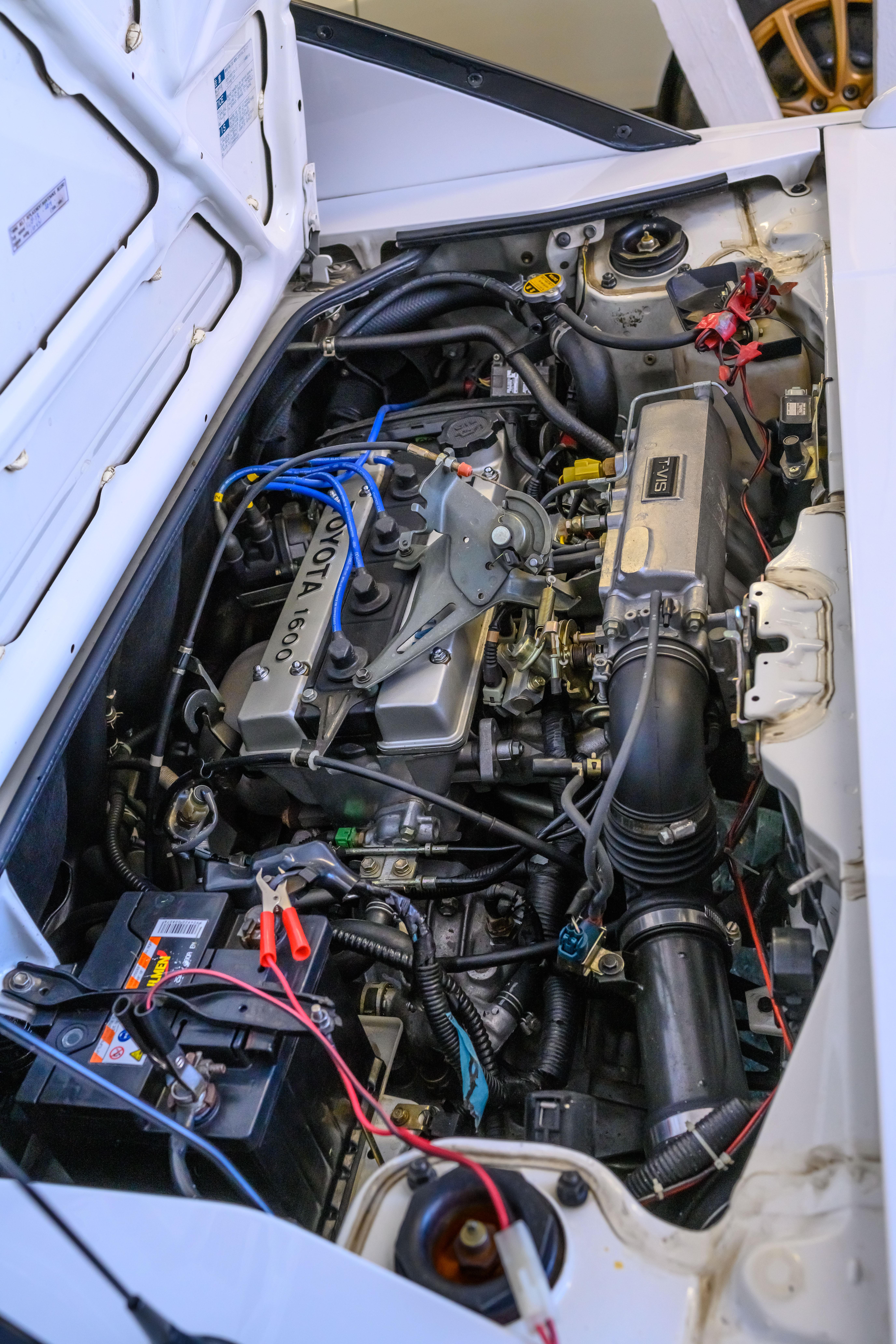 Den deilige midtmonterte 4A-GE-motoren.