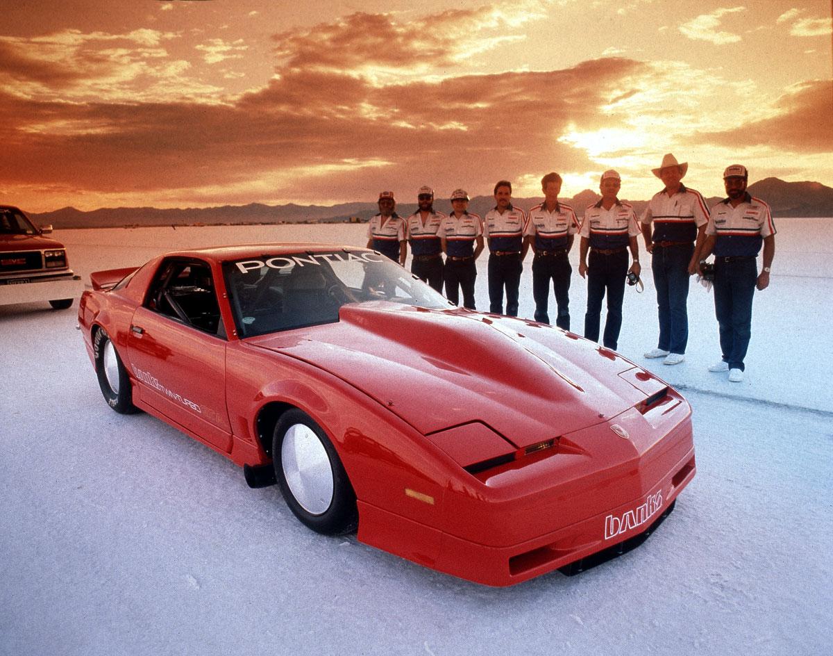 Gale Banks teamet klarte 424 km/t i gjennomsnitt med sin 1700 hesters twin-turbo Firebird på saltslettene i 1987. Det var en rekord som stod i ti år.