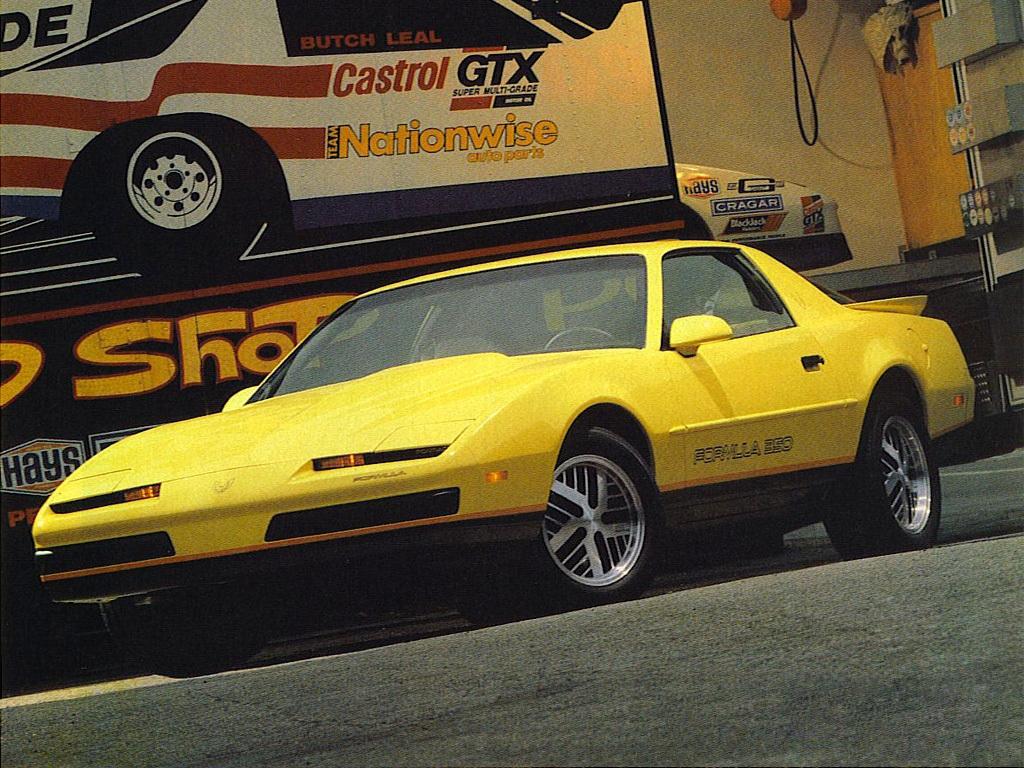 Formula (tilgjengelig fra 1987) er nesten like grom som en Trans-Am, men koster mindre