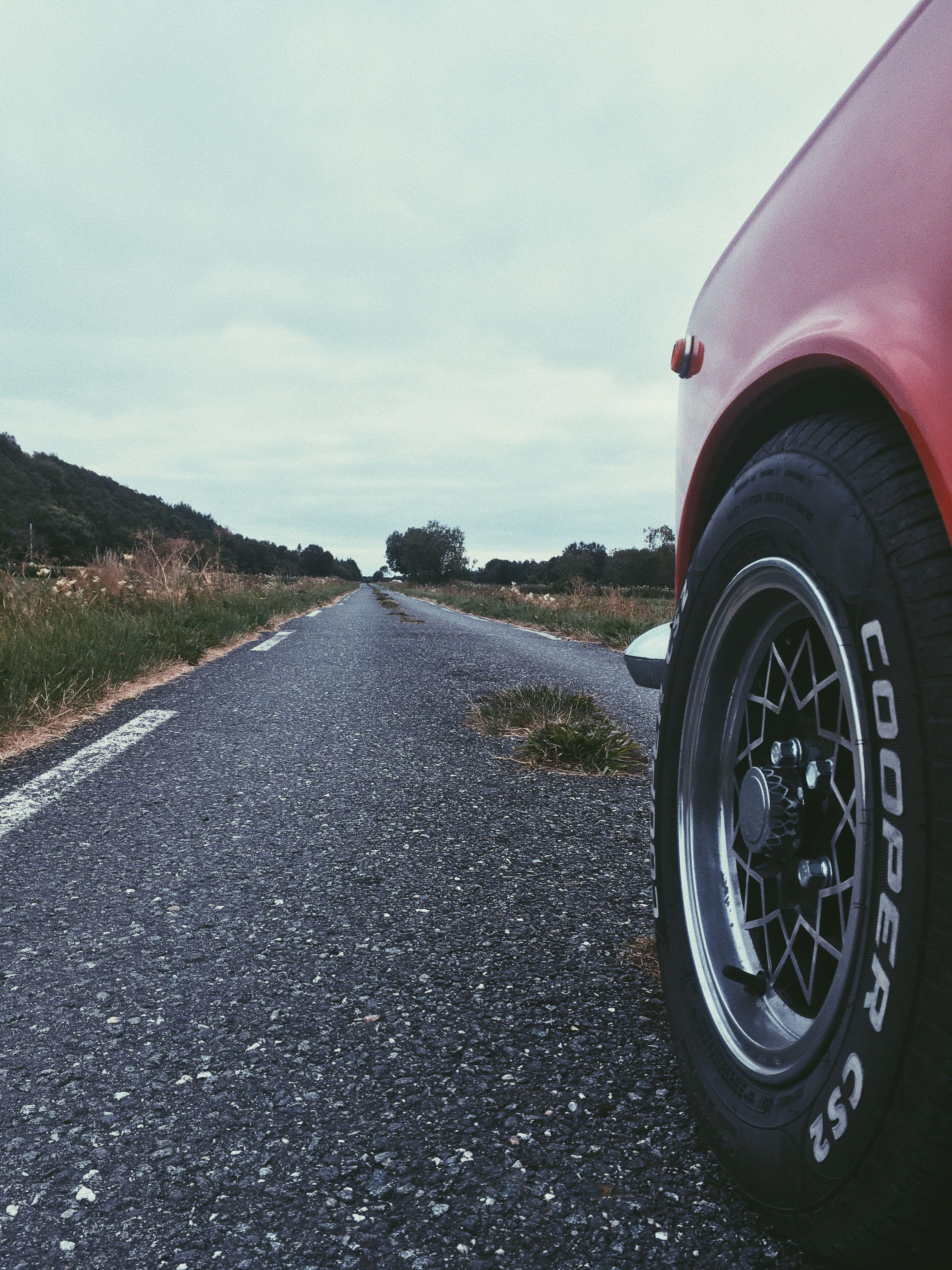 Hjulene fant Håvard stående på en campingvogn.