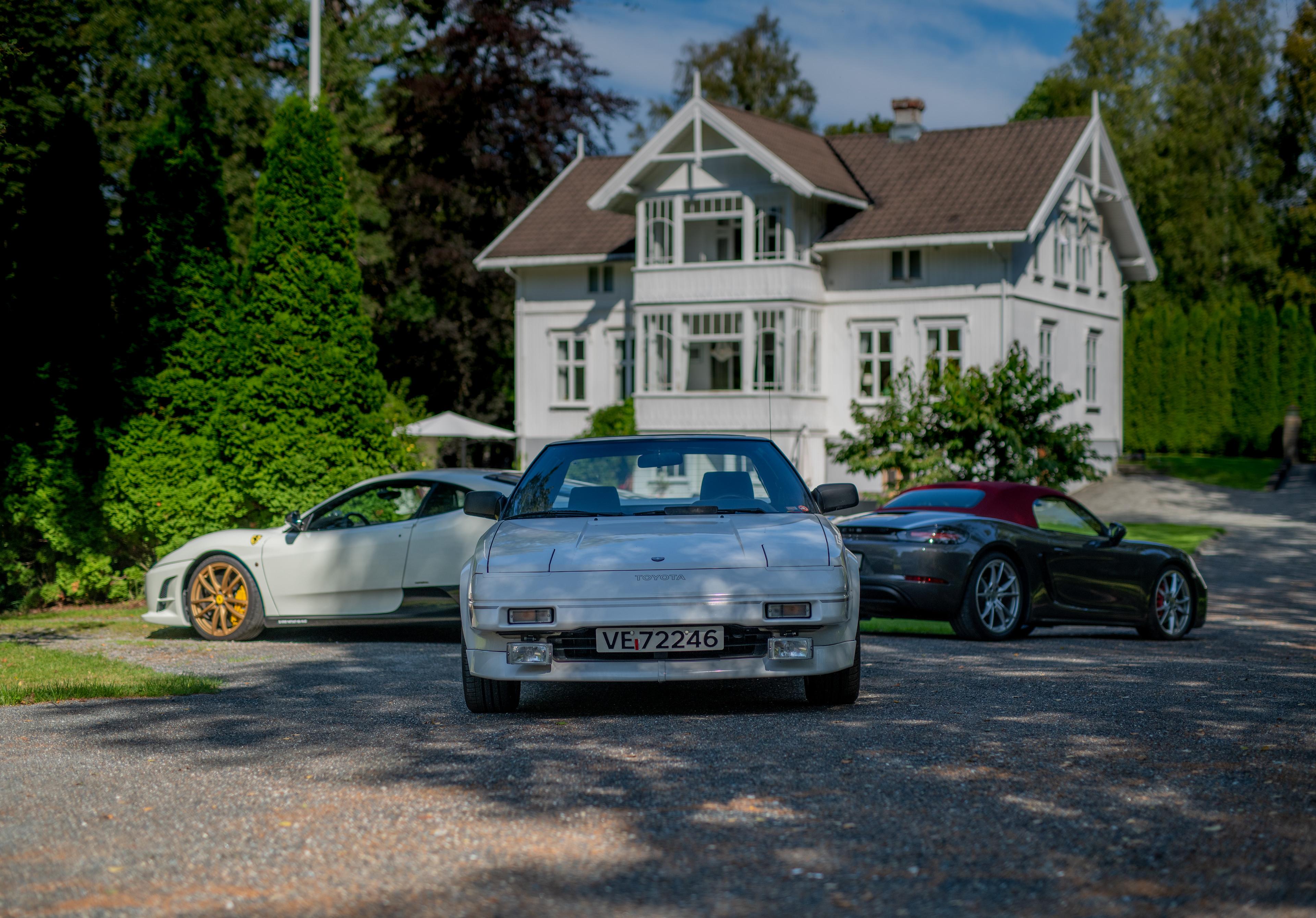 Dagens samling, med MR2 i front, 430 Scuderia til venstre og Boxster S til høyre.