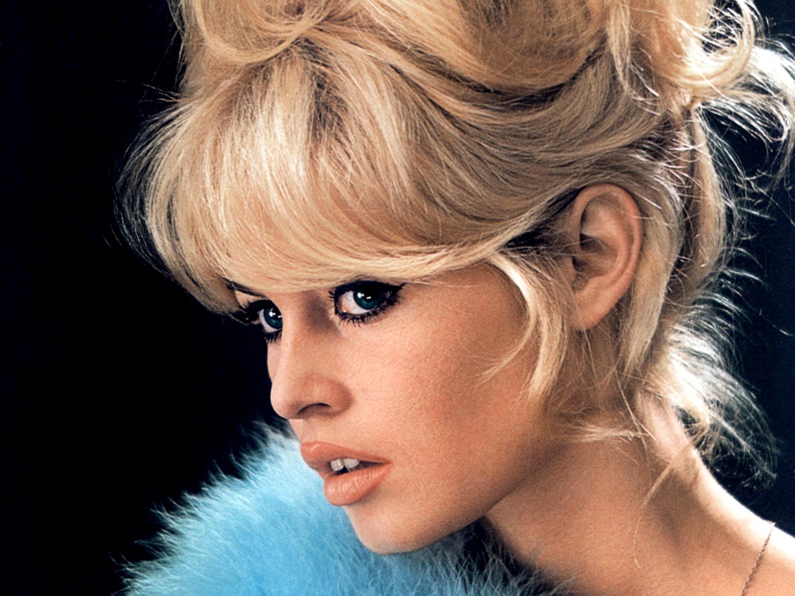 Brigitte Bardot. For mange den vakreste kvinne som noensinne har levd, og som var hovedinspirasjonen for Ferraris designteam i det som ble til Ferrari BB.