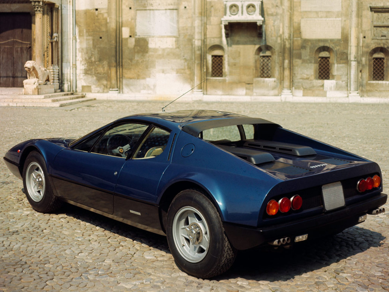 Den opprinnelige 365 GT/4 BB var nydelig fra alle vinkler, og bakenden ble komplettert med 6 baklys og 6 eksosrør.