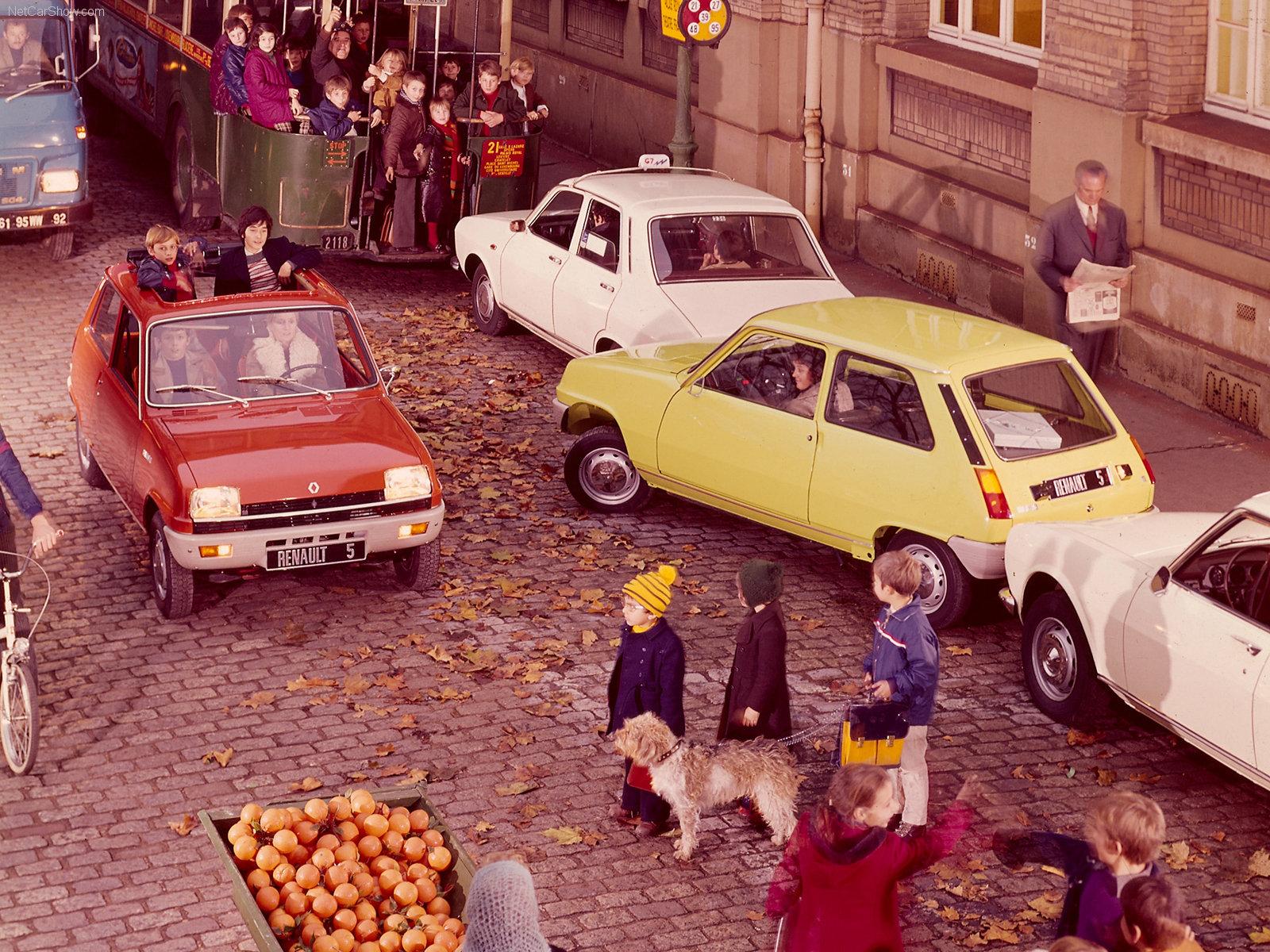 Her er det mye som skjer på en gang. Må ha vært en travel dag for Renaults fotografer i presseavdelingen.