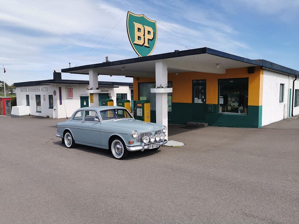Amazon på en BP-stasjon. Da snakker vi klassisk bilde!
